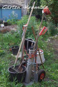 Selbstgebaute Gartenkarre für unverzichtbare Gartenwerkzeuge