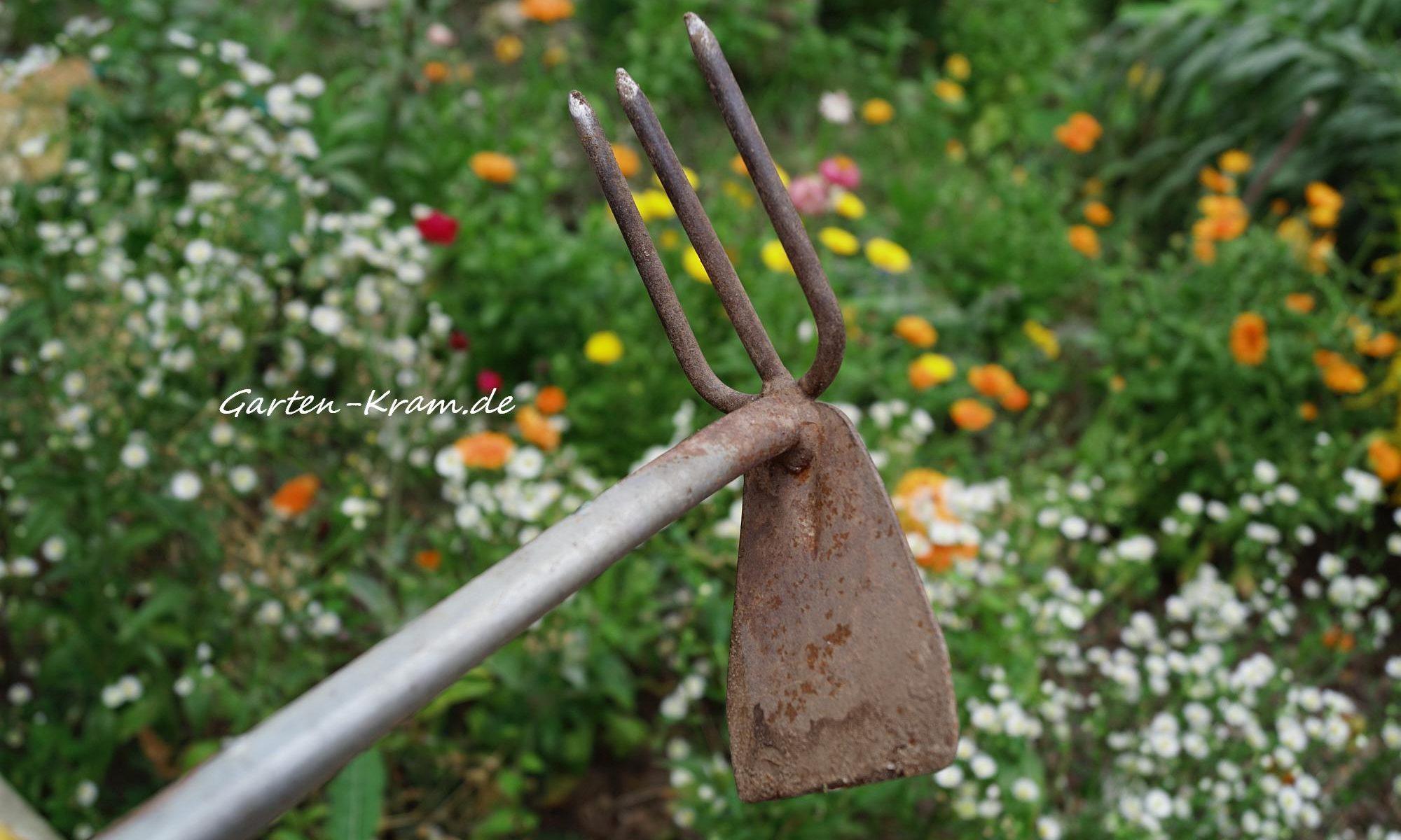 Doppelhacke ein unverzichtbares Gartengerät